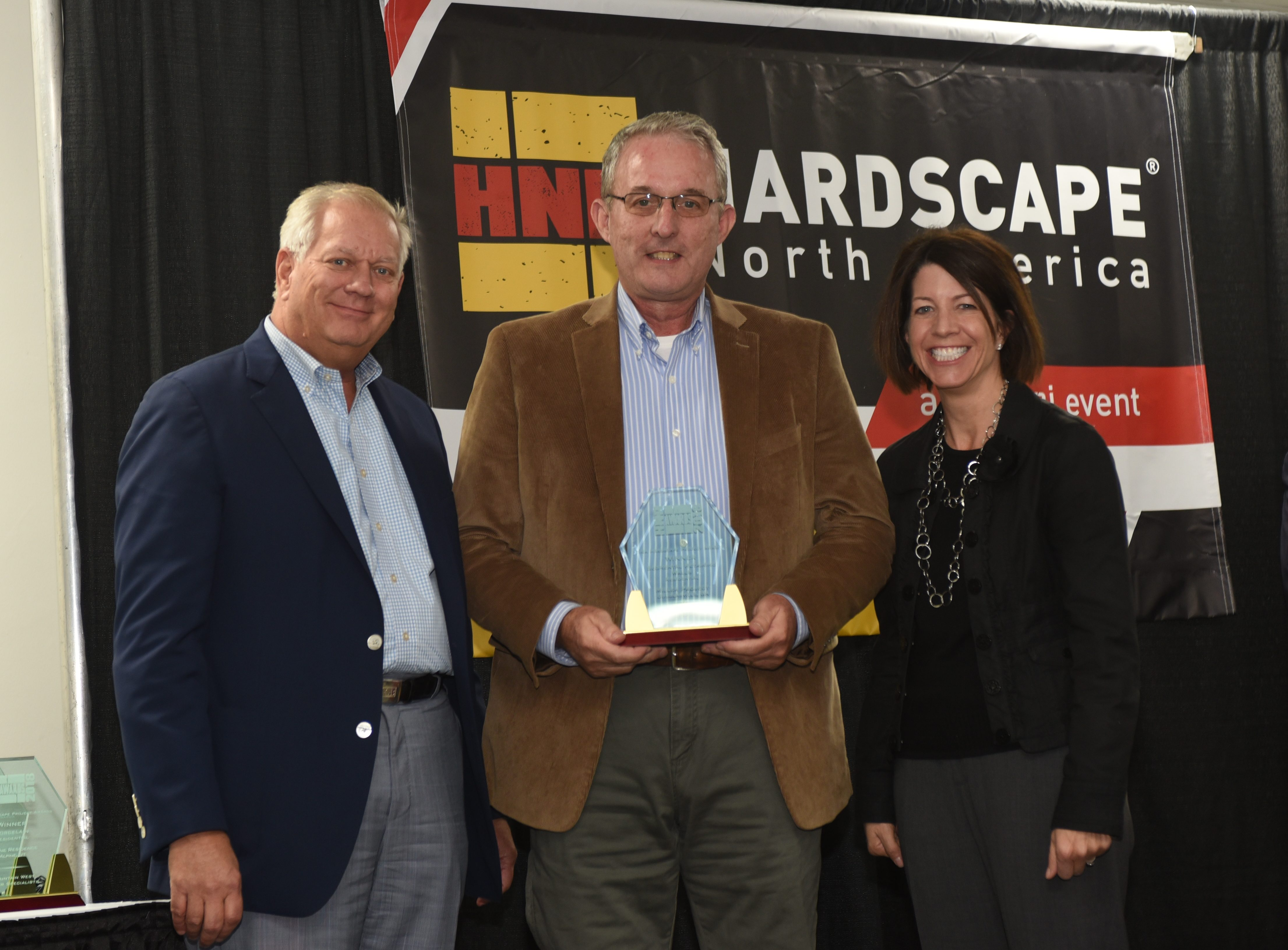 Hardscappes North America Retaining Wall of the Year 2018 McPlants